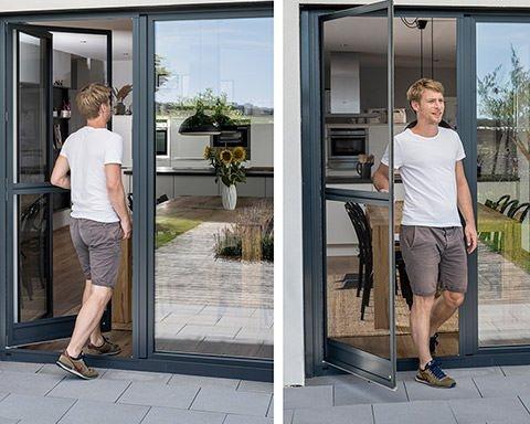 Collage: Mann geht durch eine Fliegengitter-Pendeltür ins Haus bzw. heraus